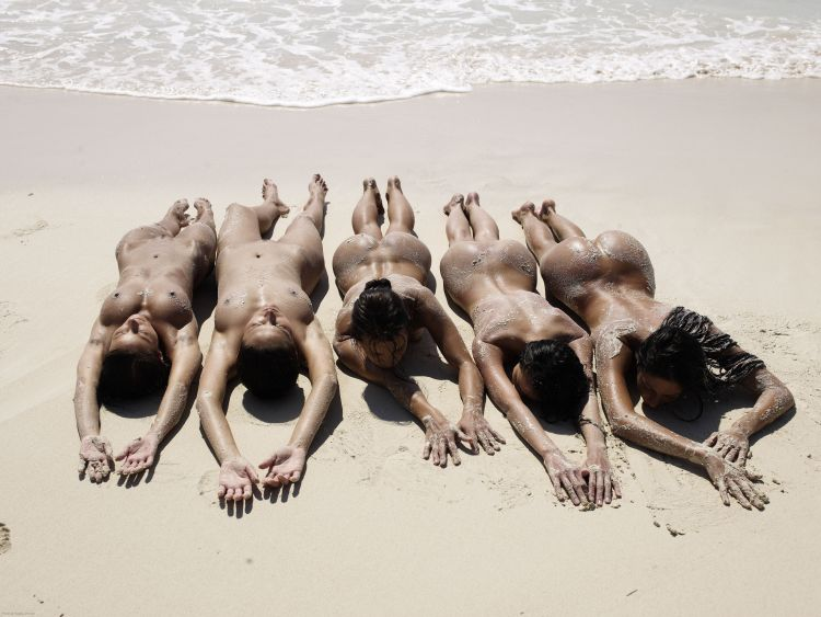 Five muchachas sunbathing at a beautiful beach - 14