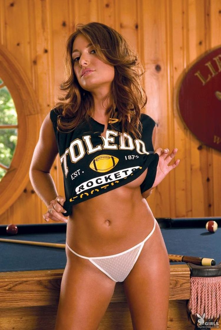 Sexy muchacha Tara Vaughn and a billiard table - 02