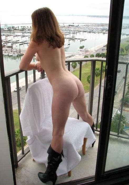 Girls that like to go naked in public places - 19
