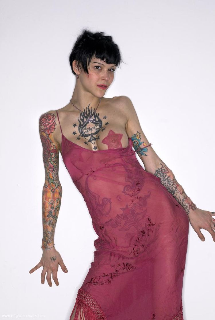 Lza, a girl whose body is almost completely covered with tattoos - 01