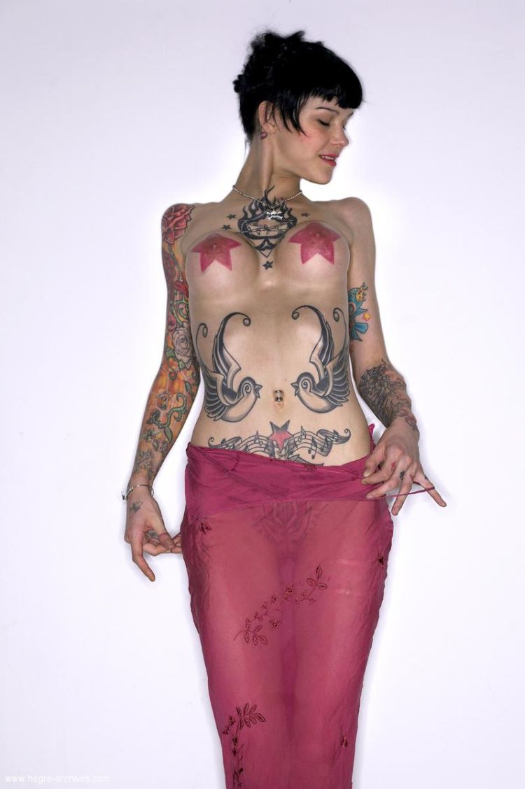 Lza, a girl whose body is almost completely covered with tattoos - 03