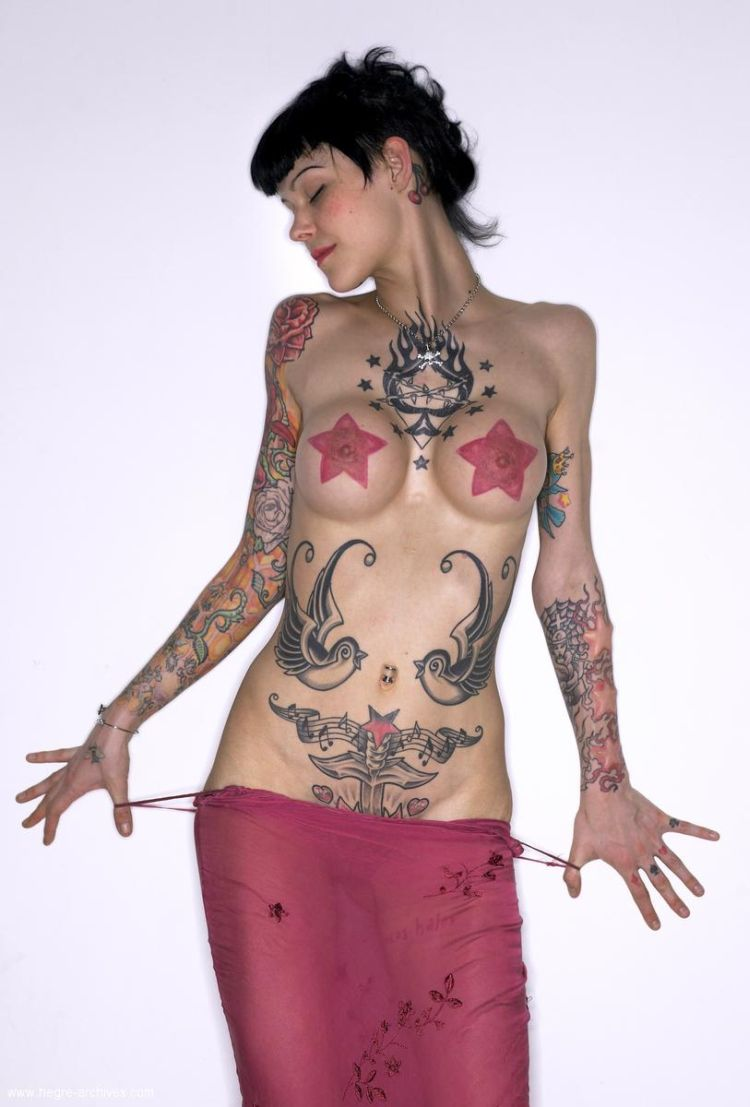 Lza, a girl whose body is almost completely covered with tattoos - 04