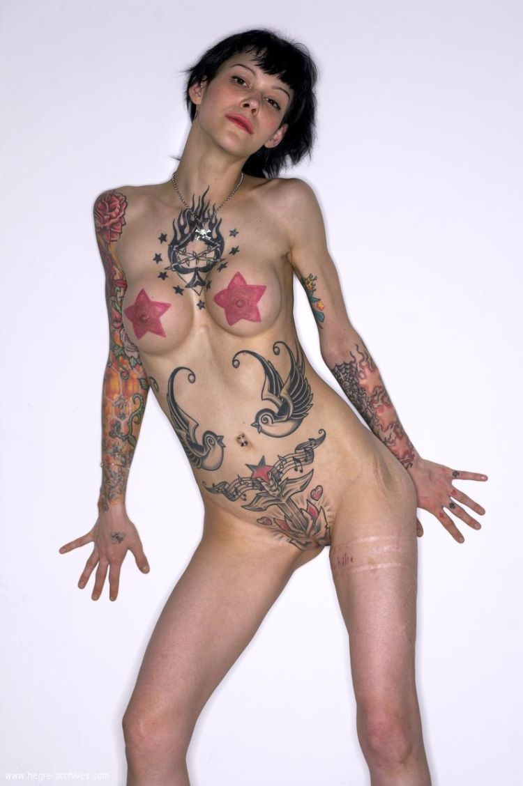 Lza, a girl whose body is almost completely covered with tattoos - 11