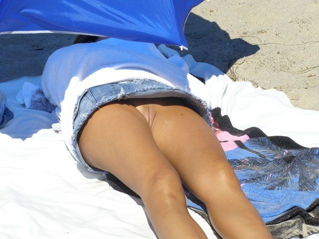 Peeping under girls' skirts - 07