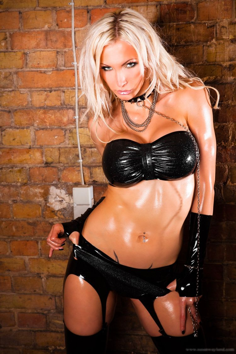 Stunning Susan Wayland dressed in black latex - 09