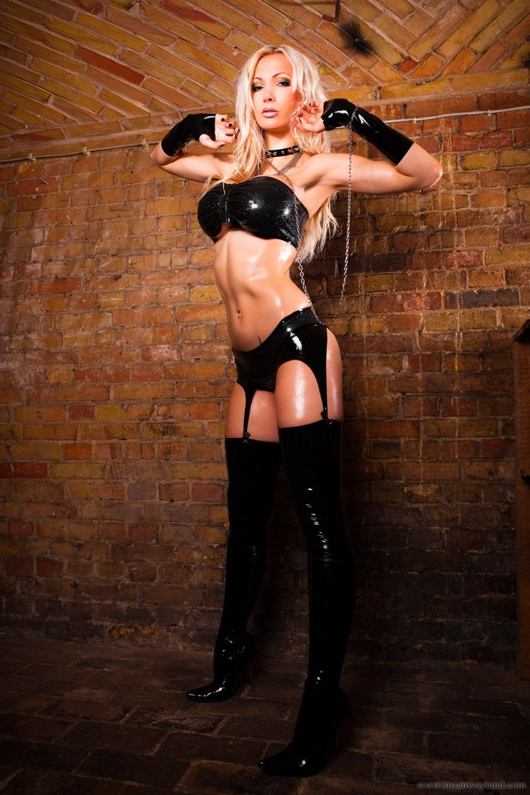 Stunning Susan Wayland dressed in black latex - 16