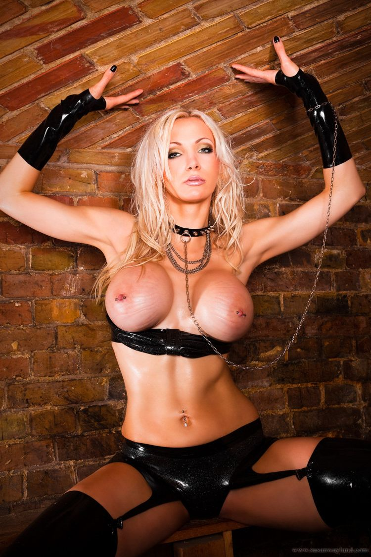 Stunning Susan Wayland dressed in black latex - 46