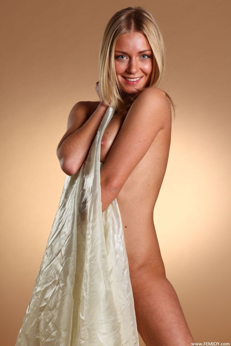 The charming blonde with a stunning body - 02