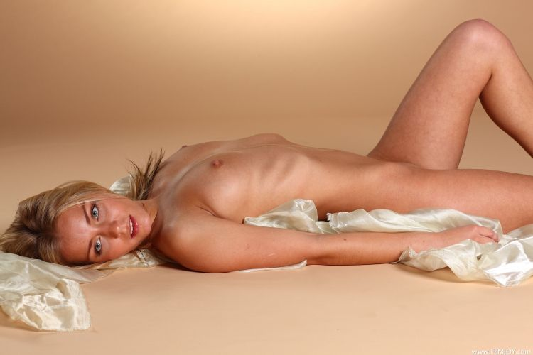 The charming blonde with a stunning body - 17