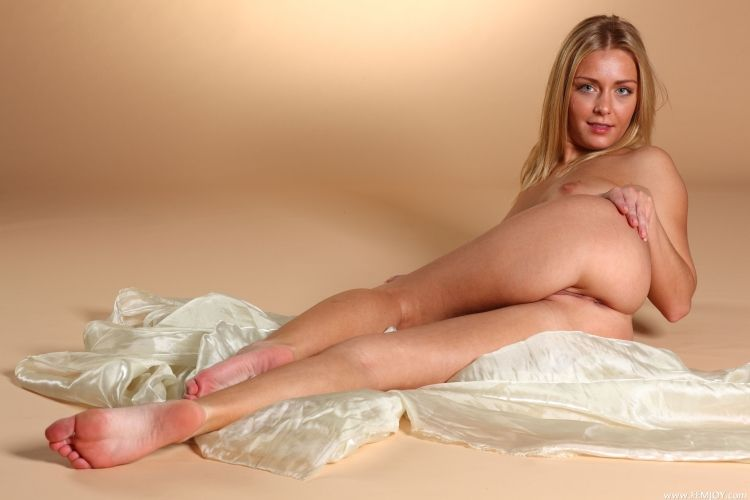 The charming blonde with a stunning body - 19
