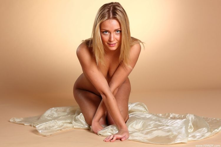 The charming blonde with a stunning body - 31