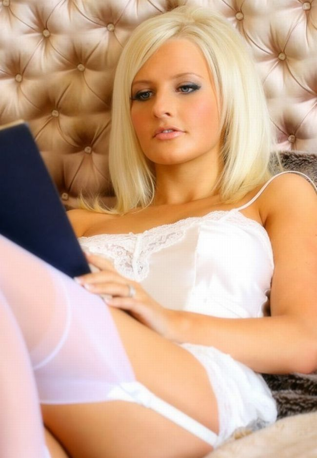Sexy female 'book worms'  - 30