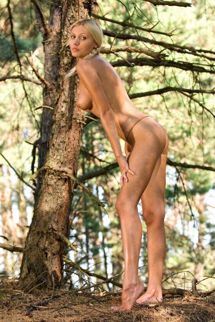 Blond wood nymph Amina - 02