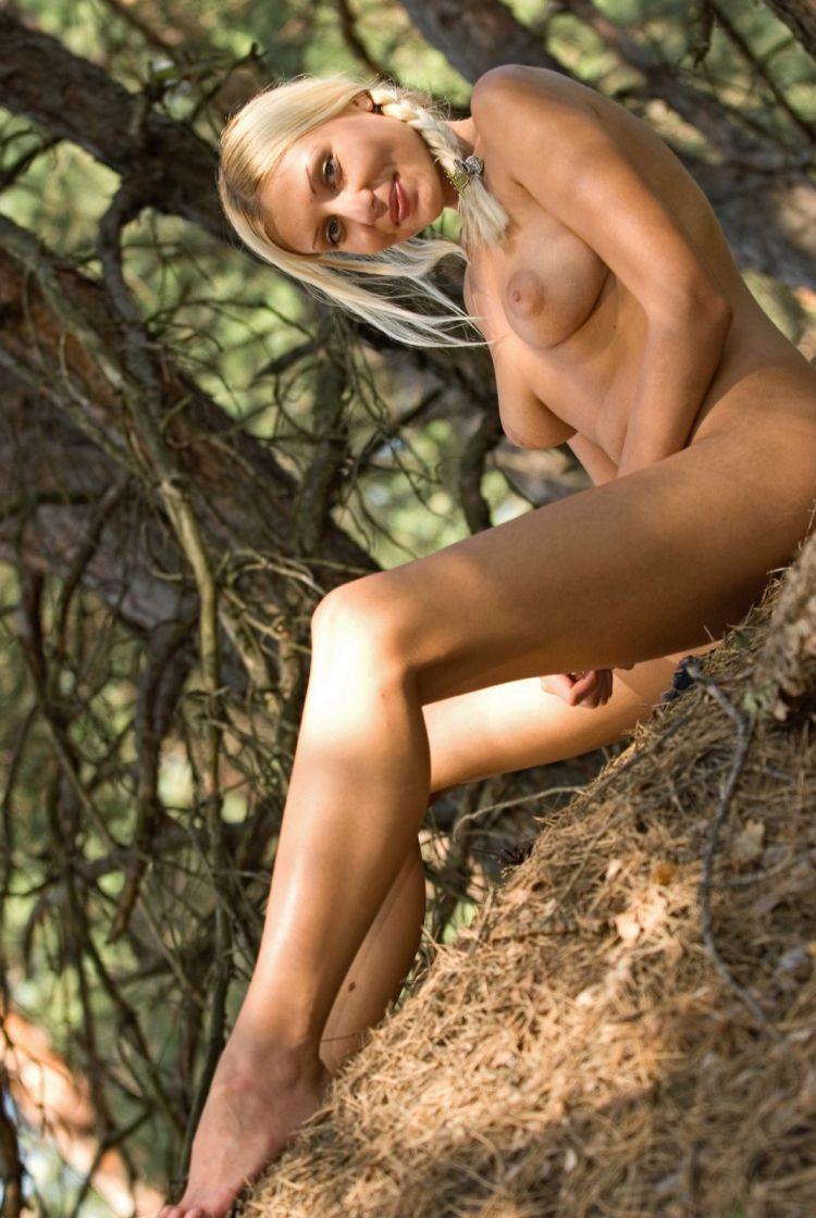Blond wood nymph Amina - 20