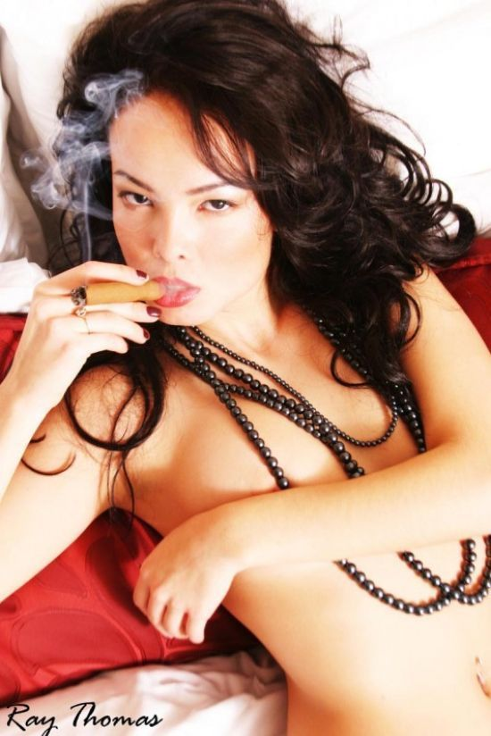 Babes with cigars, a fascinating show. Enjoy ;) - 03