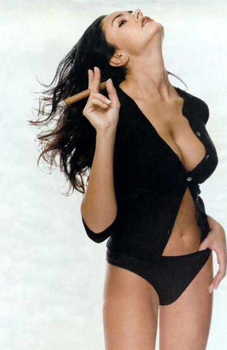 Babes with cigars, a fascinating show. Enjoy ;) - 24