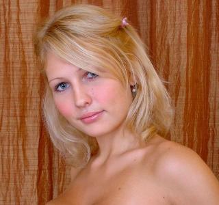 Blonde with natural tits and dangerous eyes