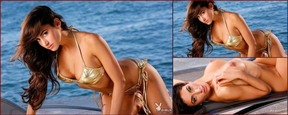 Hot babe Danielle in a golden bikini - 20