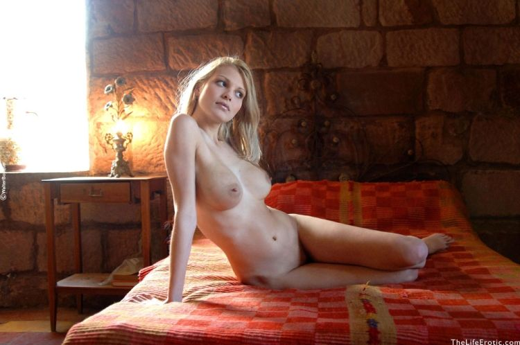 Charming blonde with an amazing body - 09