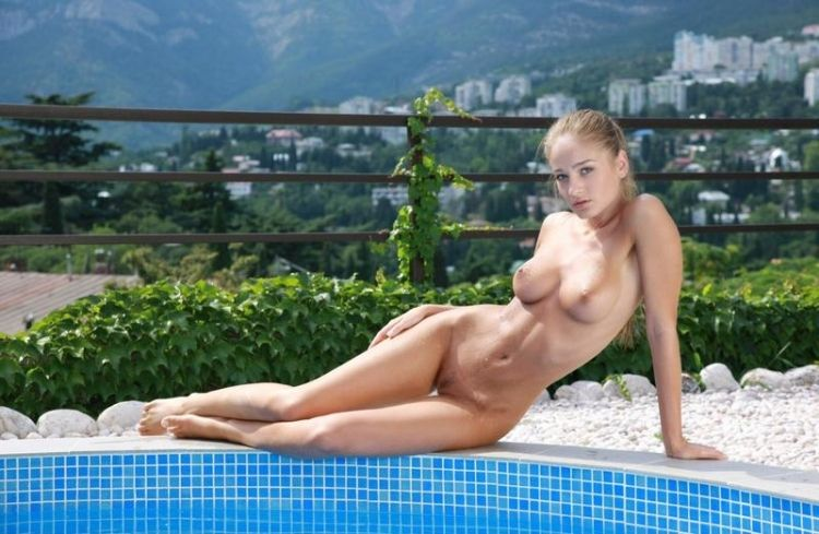 Veronika shows her perfect body - 02