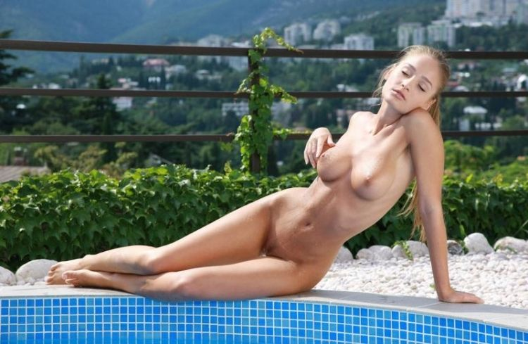 Veronika shows her perfect body - 03