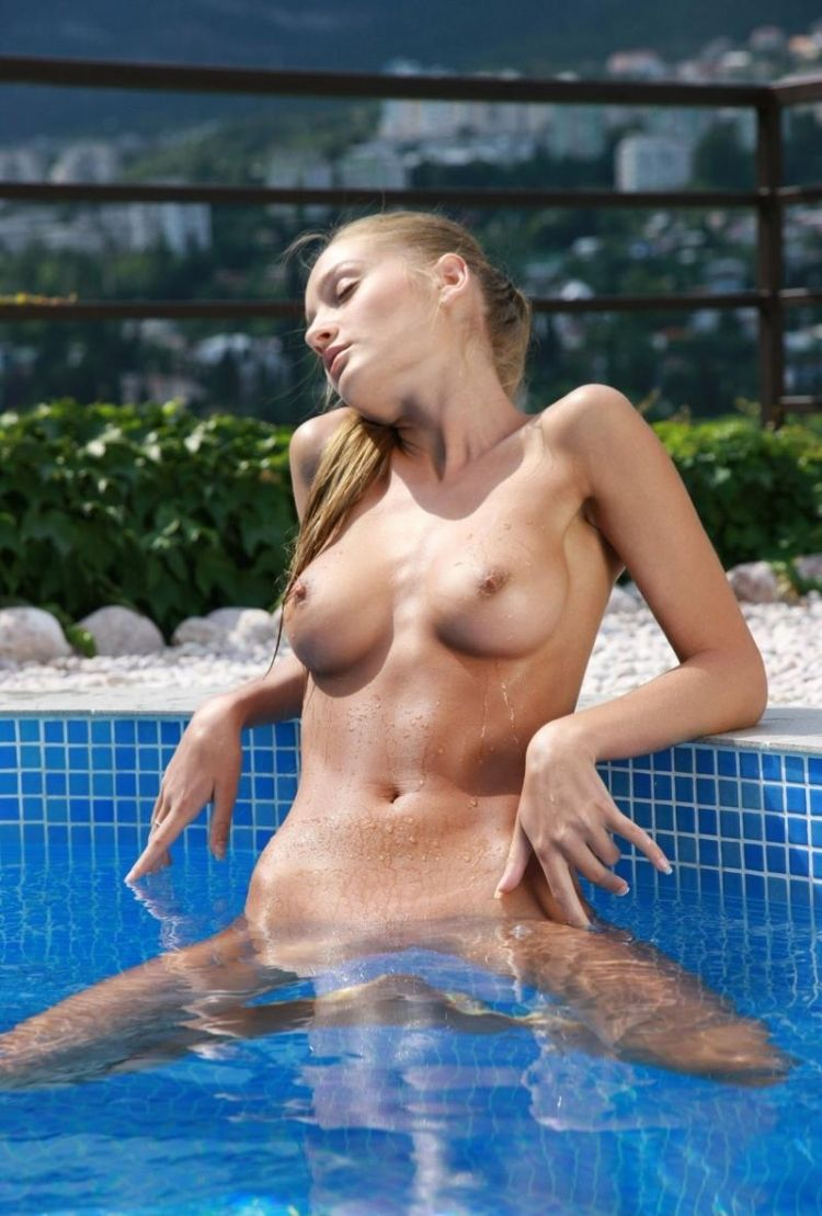 Veronika shows her perfect body - 05
