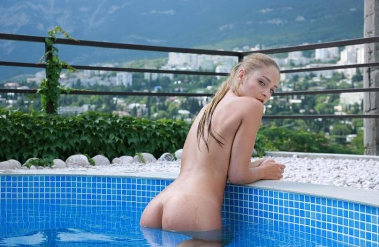 Veronika shows her perfect body - 06