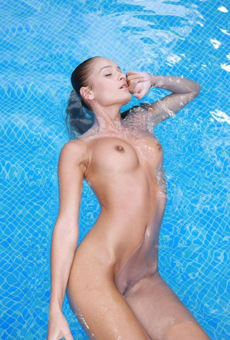 Veronika shows her perfect body - 10