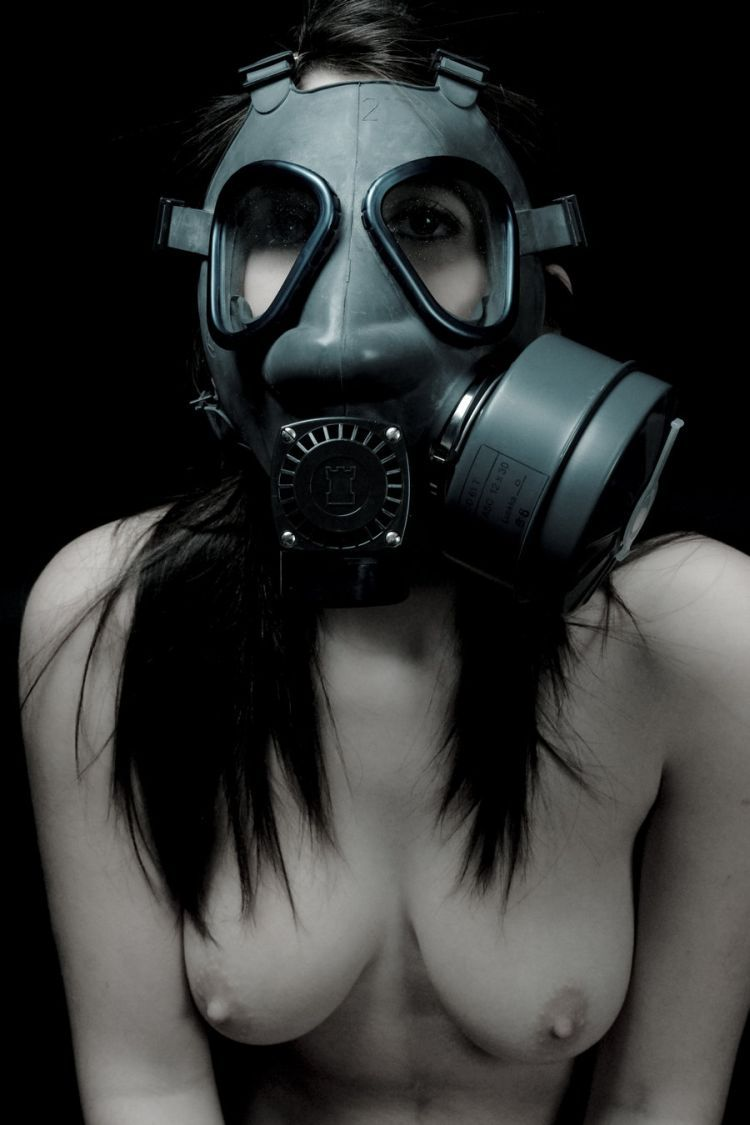 Hai fatto woman gas mask porn very