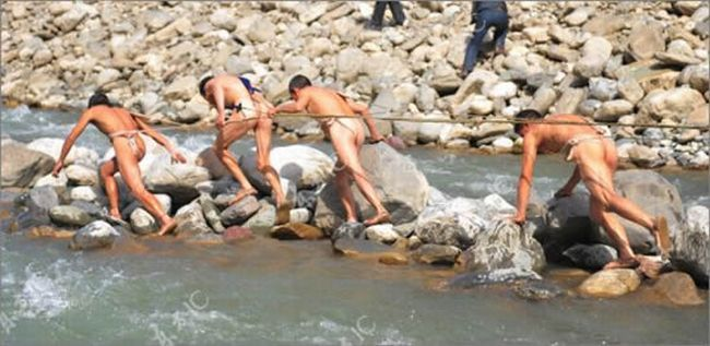 Naked boat trackers in China - 02