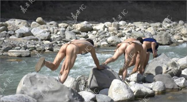 Naked boat trackers in China - 03