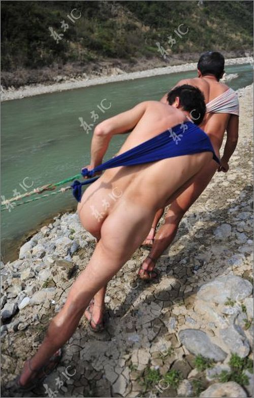 Naked boat trackers in China - 06