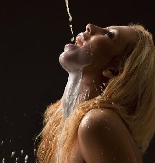 Girls and milk: excites not only the appetite