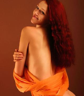 Red-haired fury Vanessa Veils