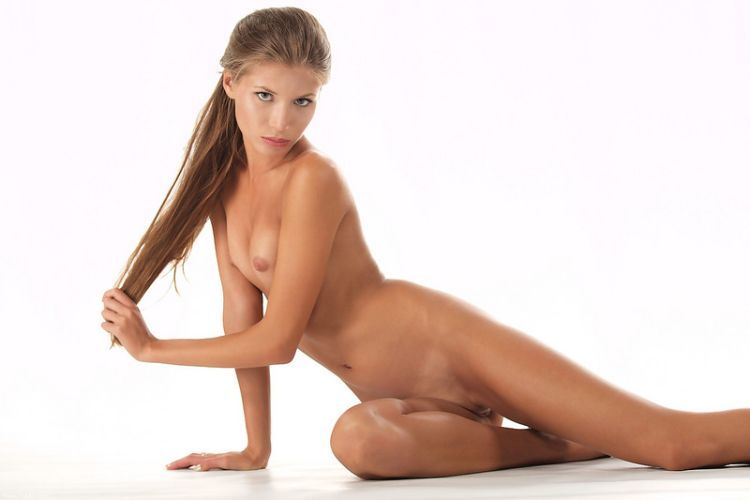 Beautiful Muchacha with graceful body forms - 01