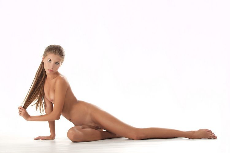 Beautiful Muchacha with graceful body forms - 06