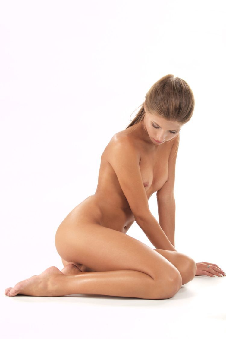 Beautiful Muchacha with graceful body forms - 09