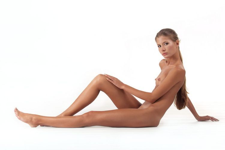 Beautiful Muchacha with graceful body forms - 11