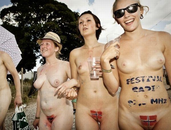 Naked sprint at the Roskilde Music Festival - 02