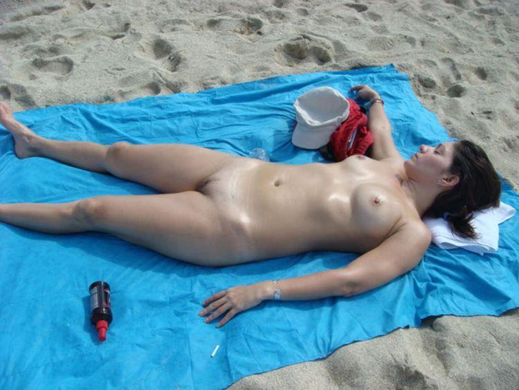Hot days on a nudist beach - 18