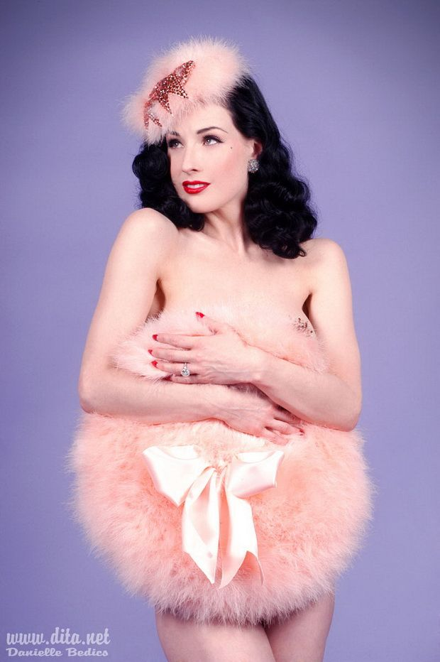 Big collection of erotic photos of burlesque queen Dita von Teese - 08