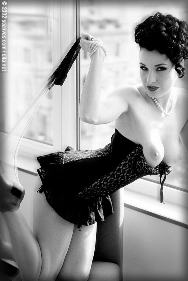 Big collection of erotic photos of burlesque queen Dita von Teese - 11