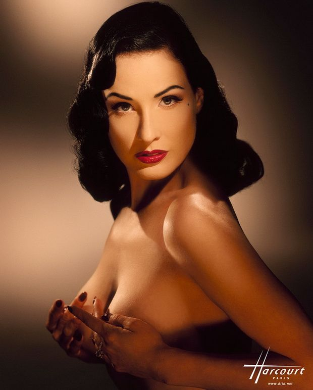Big collection of erotic photos of burlesque queen Dita von Teese - 17