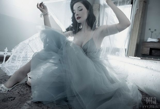 Big collection of erotic photos of burlesque queen Dita von Teese - 18