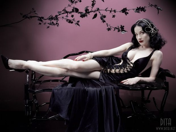 Big collection of erotic photos of burlesque queen Dita von Teese - 19
