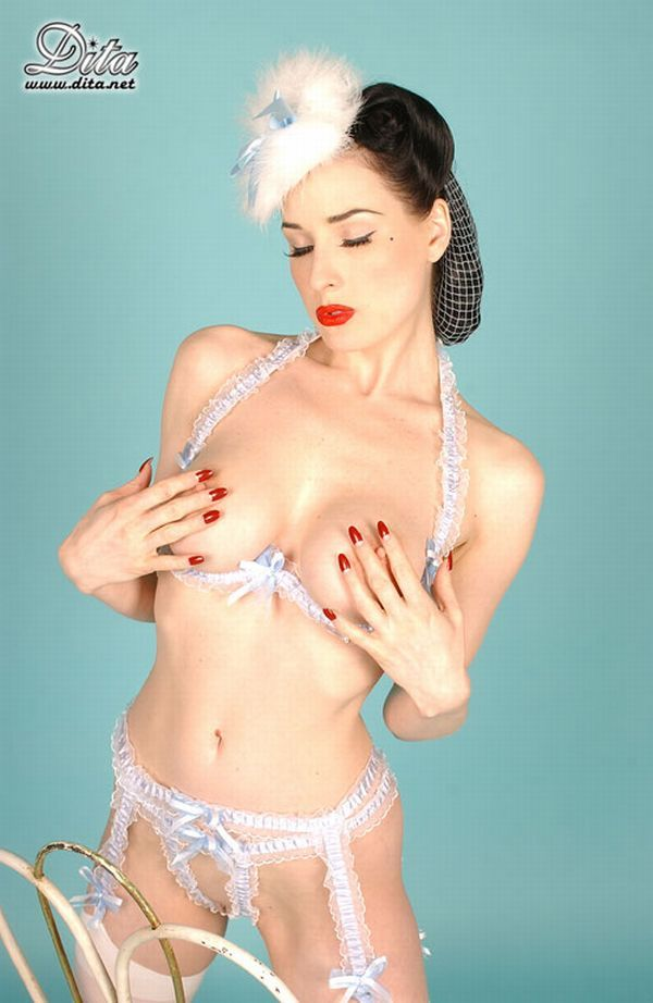 Big collection of erotic photos of burlesque queen Dita von Teese - 23
