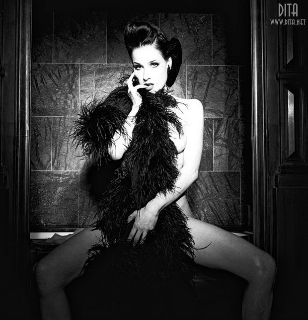 Big collection of erotic photos of burlesque queen Dita von Teese - 27