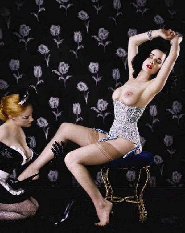 Big collection of erotic photos of burlesque queen Dita von Teese - 28
