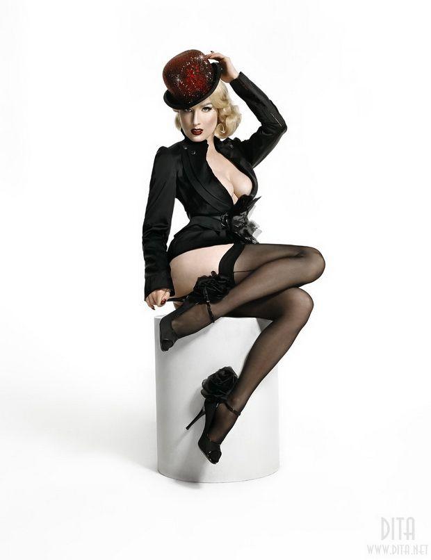 Big collection of erotic photos of burlesque queen Dita von Teese - 43