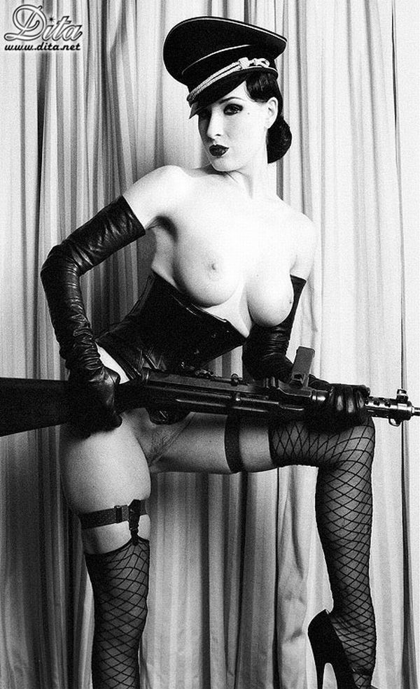 Big collection of erotic photos of burlesque queen Dita von Teese - 45